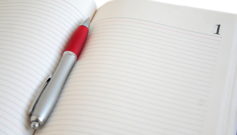 Чистый лист ежедневника и ручка