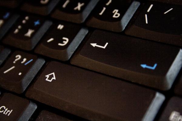 Черная клавиатура компьютера