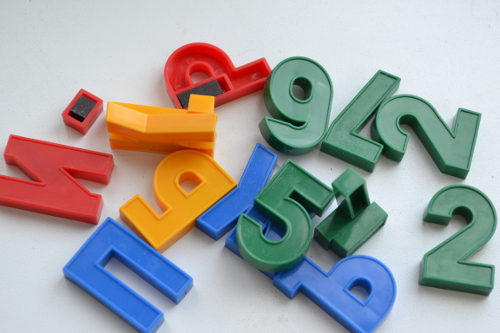 Игрушечные цифры и буквы