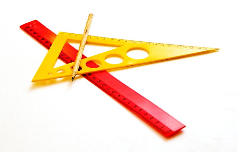 Линейка, треугольник и карандаш для изображения чертежей к задачам на окружность из ЕГЭ по математике