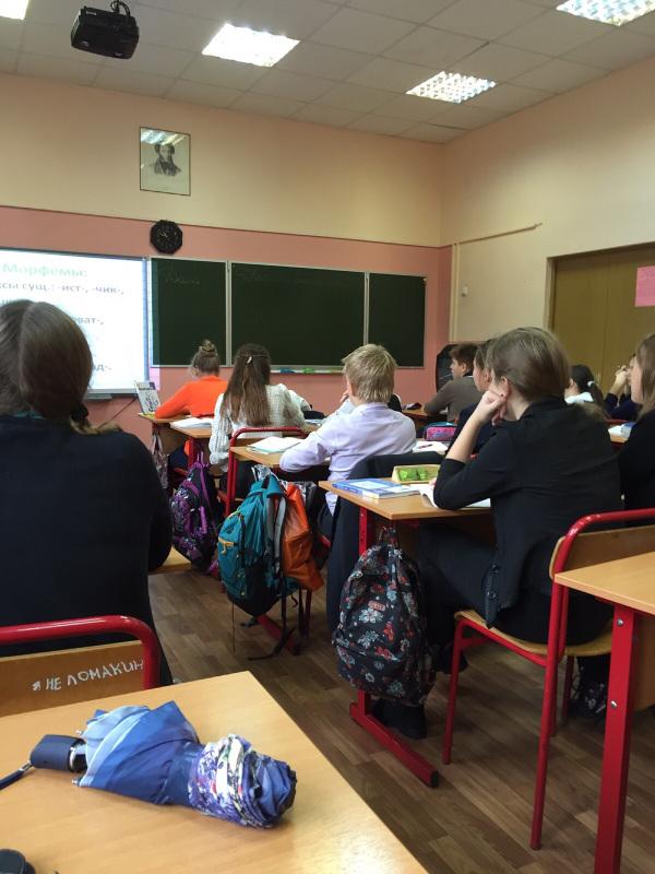 Ученики в классе готовятся к экзамену по математике