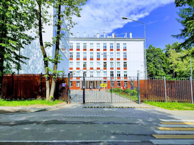 """Фасад здания лицея """"Вторая школа"""""""