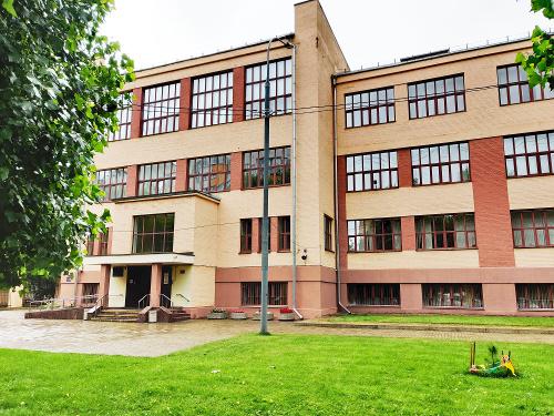 Здание школы 1535 в Хамовниках